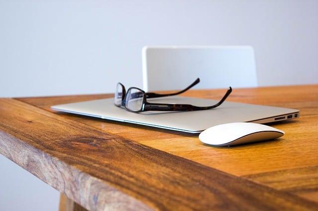 Effizienteres Arbeiten durch Ordnung auf dem Schreibtisch